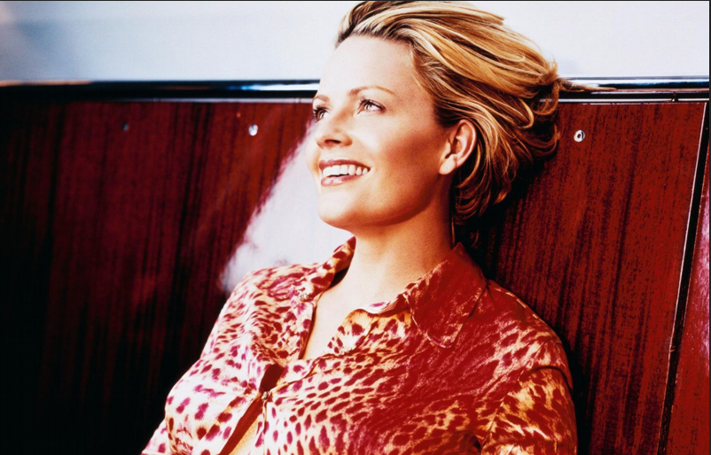 Someone has an unhealthy obsession with Elizabeth Shue…